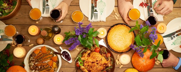 8 Hacks for Hosting Thanksgiving at Home